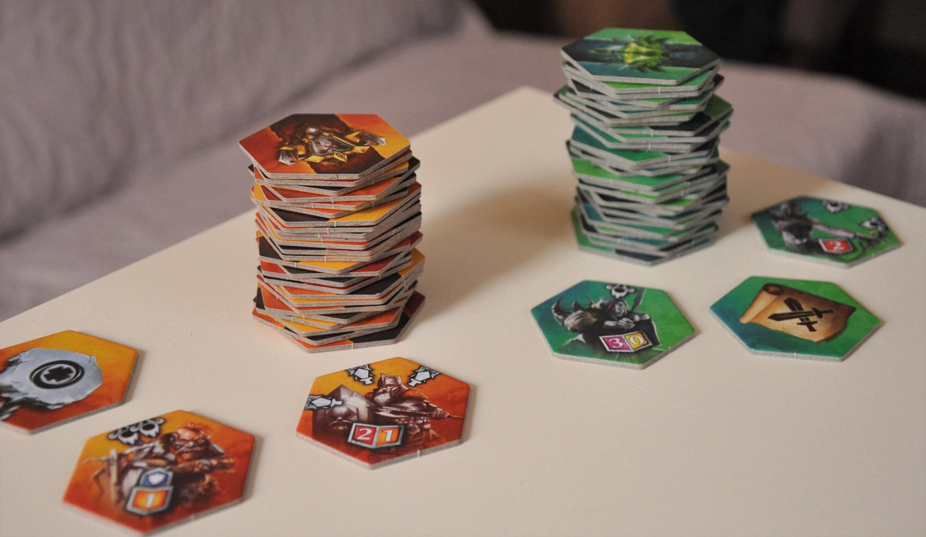 W każdej turze gracze dociągają po3 kafelki zeswojego stosu