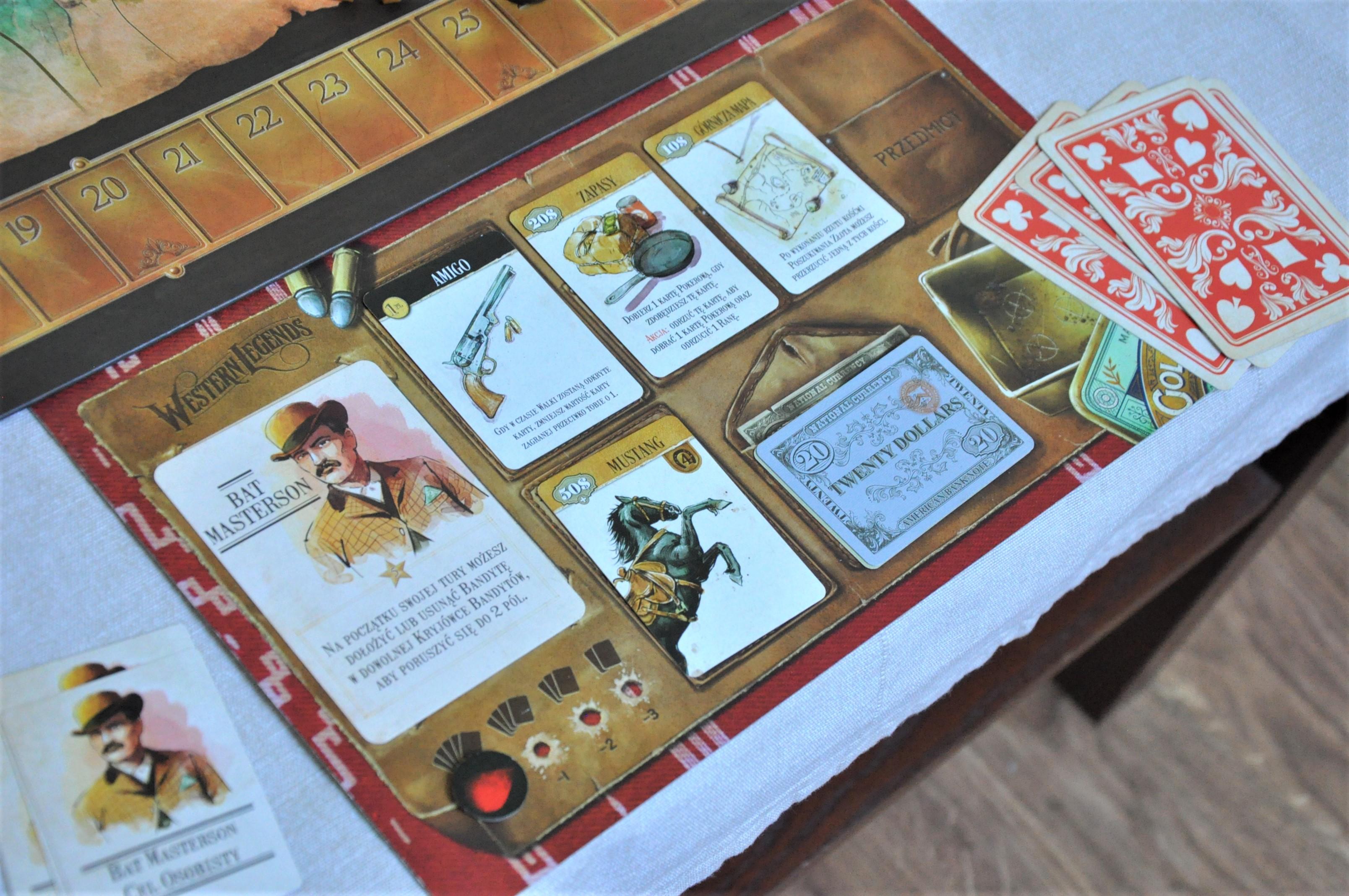 Układ przedmiotów naplanszetce gracza wraz zjego kartą postaci