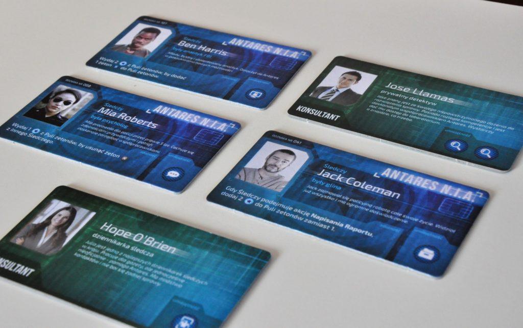 Plakietki śledczych ikonsultantów