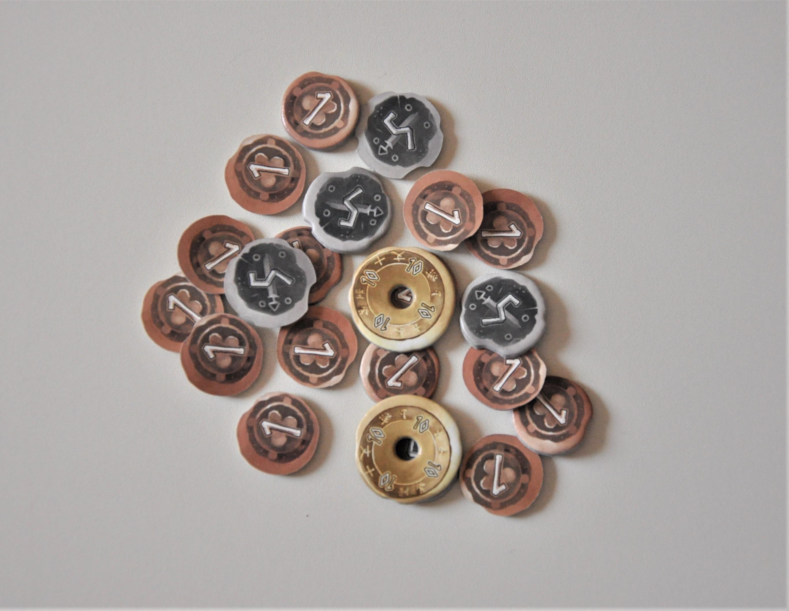 Żetony monet reprezentujące nasz dochód