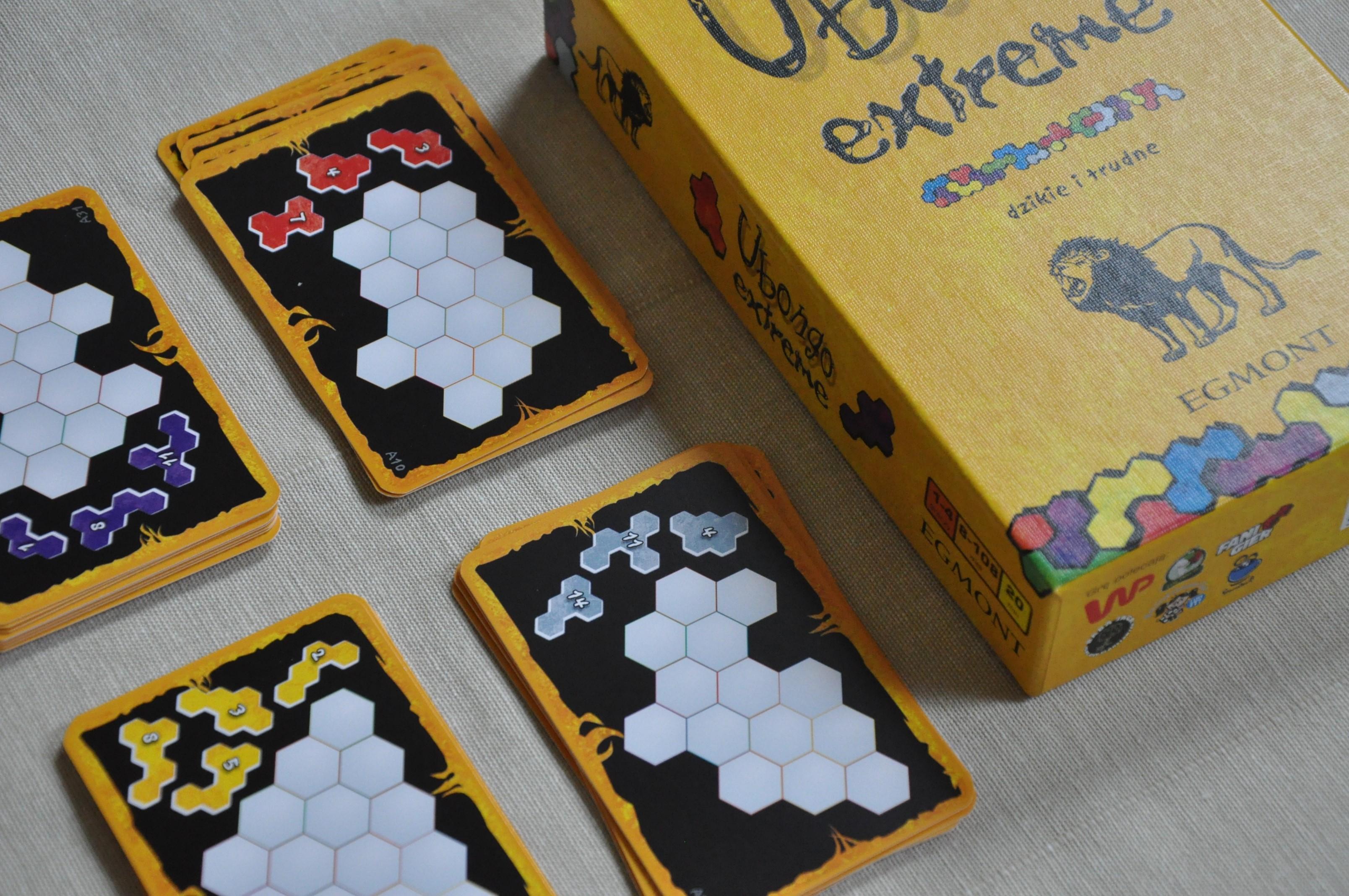 4 stosy kart zukładankami